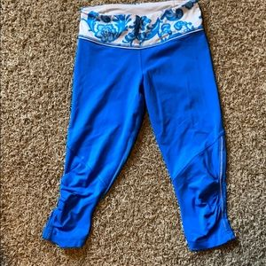 Luluemon blue cropped leggings